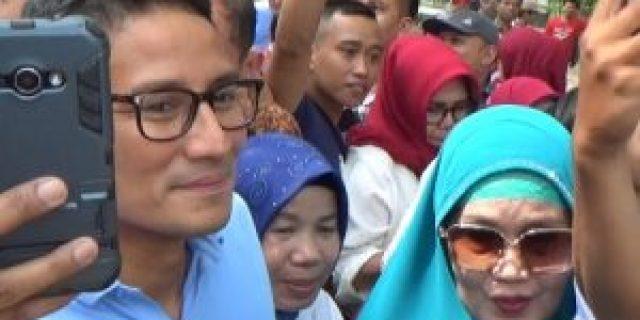 Sandiaga Uno Diserbu Emak Emak di Kambang Iwak