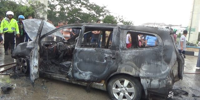 Baru di Servis Mobil Nissan Livina Terbakar