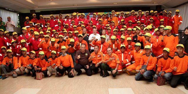 Gubernur berfoto bersama dalam acara Sosialisasi Asian Games untuk Karhutla.