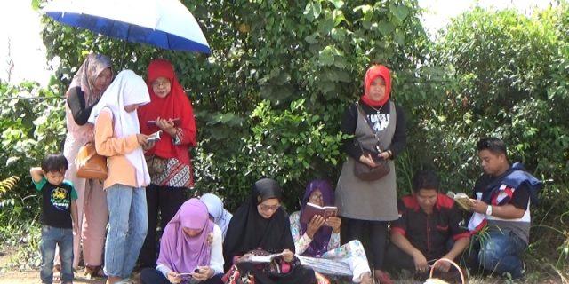 Keluarga Besar Alm Tri Wdiyantoro Baca Yasin Di TKP Penemuan