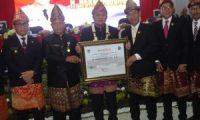 Gubernur HD Dianugerahi Gelar Pangeran Manggala Agung Jagabaya