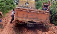 Jalan Antar Desa Bengkuang Rusak Parah