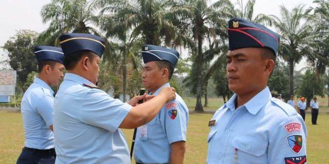 Delapan Prajurit Lanud SMH Naik Pangkat