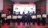 Bupati Beri Penghargaan Polisi Berprestasi