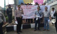 Oknum Potong Dana Ganti Rugi, Massa Demo