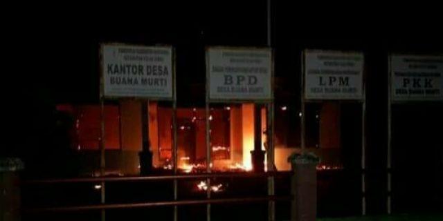 Kantor Kades Buana Murti Hangus Terbakar