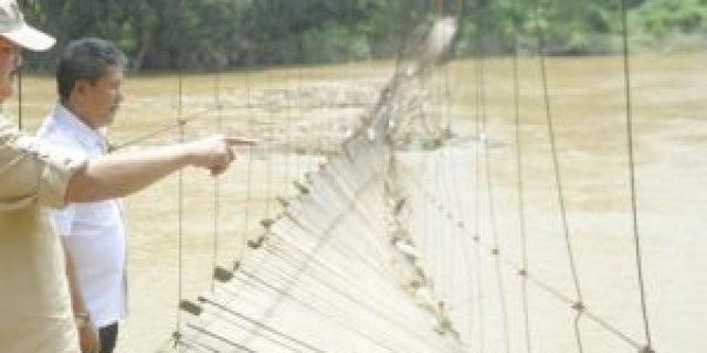 Tinjau Jembatan Putus di OKU, Gubernur Telpon Menteri