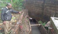 Akibat Saluran Air Tersumbat, Rumah Warga Kebanjiran