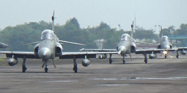 Pesawat Tempur Hawk dan F 16 Gempur Tanjung Pandan