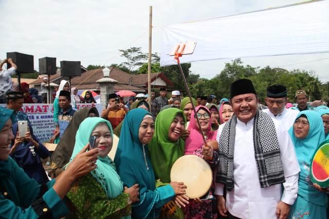 Sambangi OKUT, HD Ajak Warga Pelihara Silaturahmi dan Persatuan