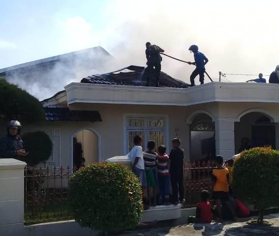 Rumah Pensiunan Di Tinggal Salat Hangus Terbakar