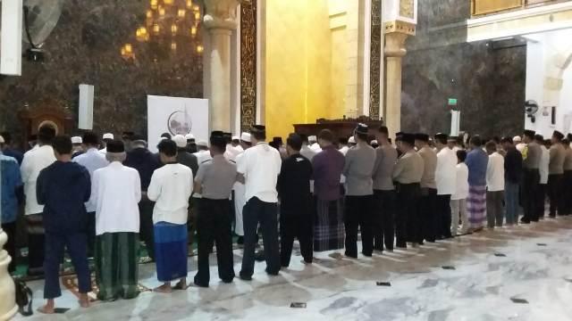 SUBUH BERJAMA'AH DI HARI KEMERDEKAAN ALA KODIM 0801/PACITAN