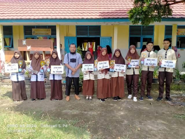 SMPN 1 Payaraman Berikan Hadiah untuk Siswa-siswi Berprestasi