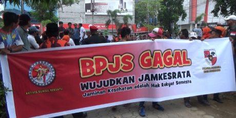 Massa aksi Desak Bubarkan BPJS