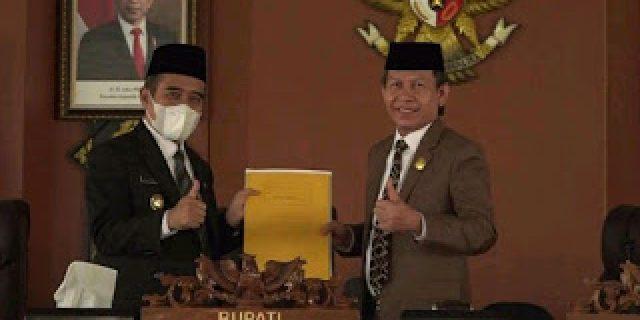 Suharto Pimpin Paripurna DPRD OI