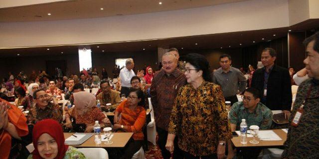 Menteri Kesehatan RI diiringi Gubernur Sumsel, tiba ditempat acara.