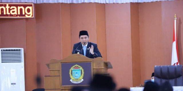 Ketua DPRD Pimpin Paripurna PenyampaianLKPJ Bupati