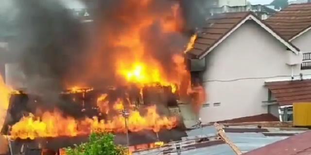 Api Lahap Rumah Warga