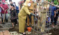 Bupati Bantu Pasir Dan Koral Pembangunan Masjid Ar-Rohman